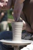 Florero del moldeado del alfarero fotografía de archivo libre de regalías