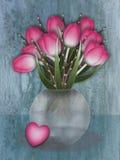 Florero del tulipán con el loveheart Fotografía de archivo libre de regalías