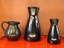 Florero negro de la cerámica Foto de archivo
