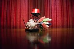 Florero rojo del arte de la luz corta de la cortina Imagenes de archivo