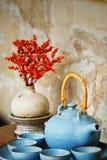 Florero viejo de la tetera en vintage del florero stly Imágenes de archivo libres de regalías