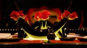 Florero y rosas Imagenes de archivo
