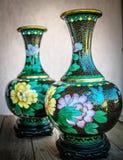 Floreros antiguos chinos, cloisonne Fotos de archivo libres de regalías
