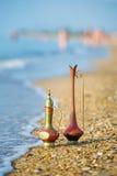 Floreros antiguos por el mar Imagenes de archivo