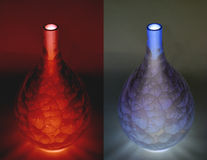 Floreros azules y rojos de la porcelana (negativos) Imagen de archivo