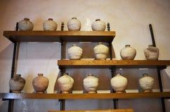 Floreros de cerámica antiguos Imágenes de archivo libres de regalías