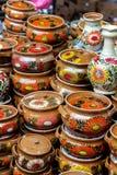 Floreros de cerámica del estampado de flores tradicional imagenes de archivo