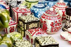 Floreros de cerámica del estampado de flores tradicional fotografía de archivo libre de regalías