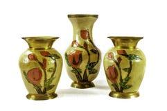 Floreros de cobre amarillo indios Imagenes de archivo