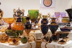 Floreros de cristal en la exhibición en HOMI, demostración internacional del hogar en Milán, Italia fotografía de archivo