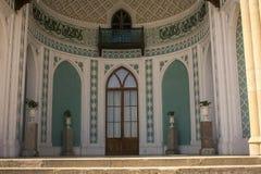 Floreros del mármol de la puerta de entrada principal del palacio de Crimea Vorontsov Imagen de archivo