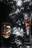 Floreros en agua que burbujea Fotografía de archivo libre de regalías