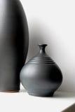 Floreros negros de la cerámica Foto de archivo libre de regalías