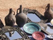 Floreros, placas y espejos fotografía de archivo libre de regalías