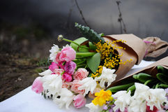 Floresça o arranjo do casamento com ranúnculo, pion, rosas Imagem de Stock Royalty Free