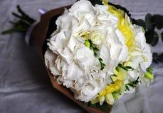 Floresça o arranjo do casamento com ranúnculo, pion, rosas Fotografia de Stock