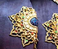 Floresça o ornamento das pedras e do metal, decoração do templo budista Fotografia de Stock