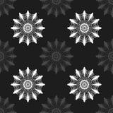 Flores abstratas cinzentas no teste padrão sem emenda do fundo preto Foto de Stock