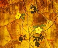 Flores amarillas en la pared imagen de archivo