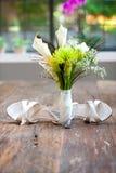 Flores, anéis e retrato das sapatas Fotos de Stock Royalty Free