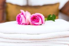 Flores ao visitante desejado no hotel Imagem de Stock Royalty Free
