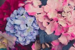Flores artificiais bonitas Tons da cor pastel do vintage Imagem de Stock Royalty Free