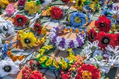 Flores artificiais feitas do fundo da textura da tela imagens de stock