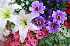 Flores artificiales Imágenes de archivo libres de regalías