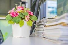 Flores artificiales Fotos de archivo libres de regalías