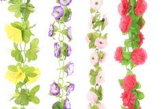 Flores artificiales colgantes. Imagen de archivo libre de regalías