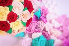 Flores artificiales de rosas Imágenes de archivo libres de regalías