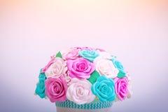 Flores artificiales de rosas Fotos de archivo libres de regalías