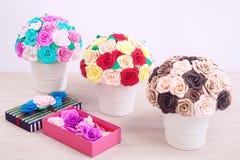 Flores artificiales de rosas Imagen de archivo
