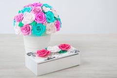 Flores artificiales de rosas Imagenes de archivo