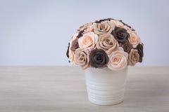 Flores artificiales de rosas Fotos de archivo