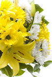 Flores blancas y amarillas del lilium y del clavel Fotografía de archivo