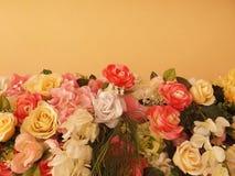 Flores bonitas e amarelo Foto de Stock Royalty Free