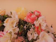 Flores bonitas e rosa Fotografia de Stock Royalty Free