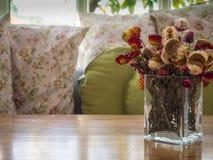 Flores bonitas no vaso Imagens de Stock Royalty Free