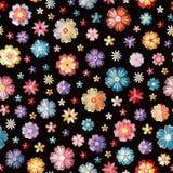 Flores bordadas diferentes coloridas no fundo preto Vector o teste padrão sem emenda Bordado floral ilustração royalty free