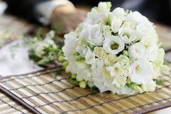 Flores brancas do casamento Fotos de Stock Royalty Free