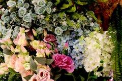 Flores coloridas artificiales hermosas para la decoración casera de Bangkok Tailandia foto de archivo libre de regalías