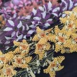 Flores coloridas del trabajo de la aguja Imagenes de archivo
