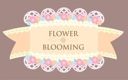 Flores coloridas pasteis na cesta com backgroun da fita e do laço ilustração stock