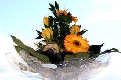 Flores com céu Imagens de Stock Royalty Free