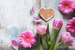 Flores com um coração no estilo do vintage Imagens de Stock Royalty Free