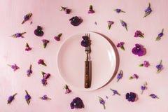 Flores comestibles púrpuras Fotografía de archivo libre de regalías
