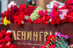Flores como muestra del luto para los muertos Imagen de archivo libre de regalías