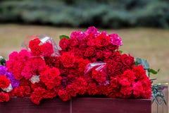 Flores como muestra del luto para los muertos Fotografía de archivo