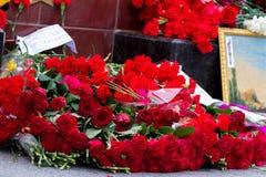 Flores como muestra del luto para los muertos Foto de archivo
